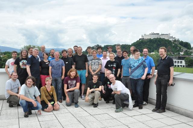 Teilnehmerfoto auf der Terasse mit Festung Salzburg im Hintergrund