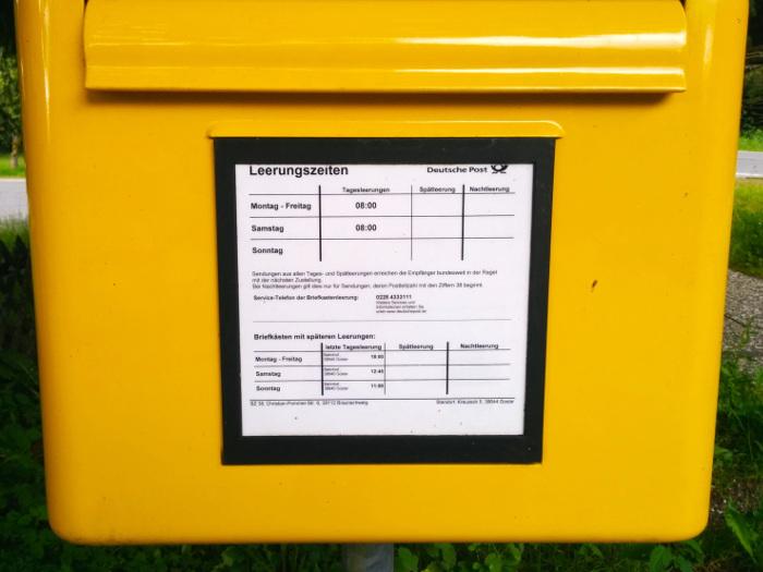 Foto eines Briefkastens der Deutschen Post
