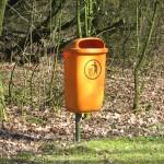 """Park trashcan"", CC BY-SA 3.0 Tilo Hauke 2008, über Wikimedia Commons"